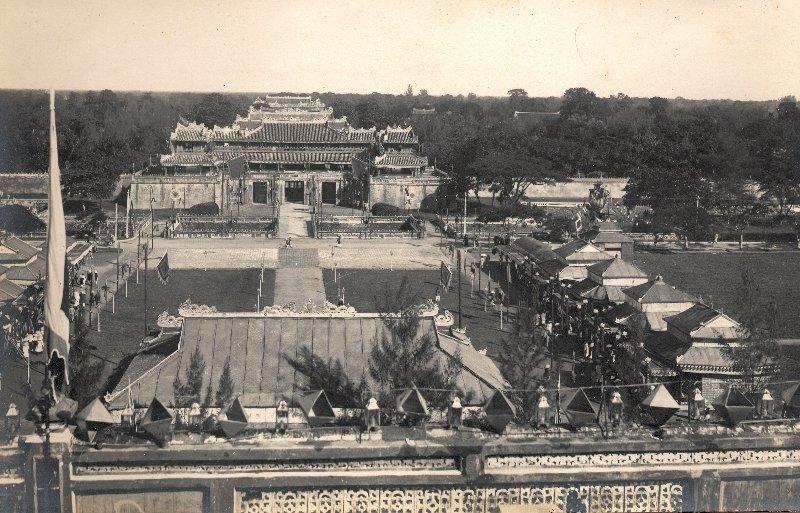 Cửa Ngọ Môn nhìn từ Kỳ Đài