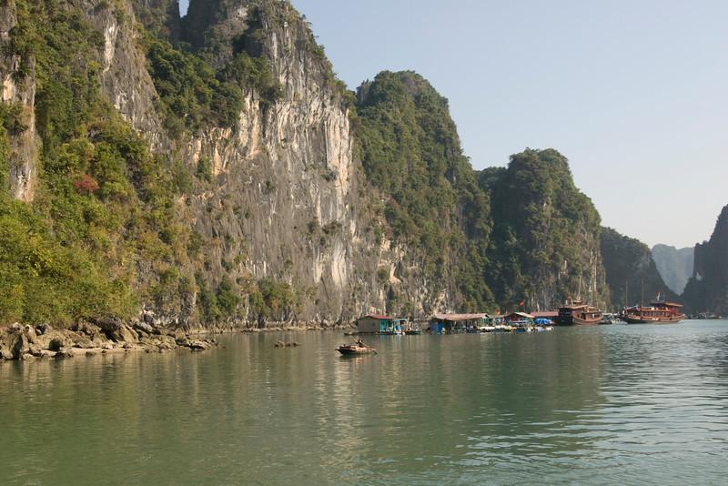 water-vilalge-ha-long-bay-vietnam