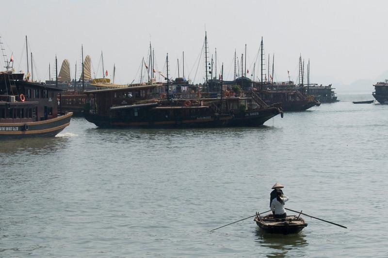 women-in-boat-ha-long-bay-vietnam