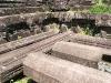 Tàn tích còn lại của tháp bằng đá tại Mỹ Sơn