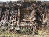 Các mô típ trang trí bên ngoài một tháp hình thuyền (đã vỡ mái) tại Thánh địa Mỹ Sơn.
