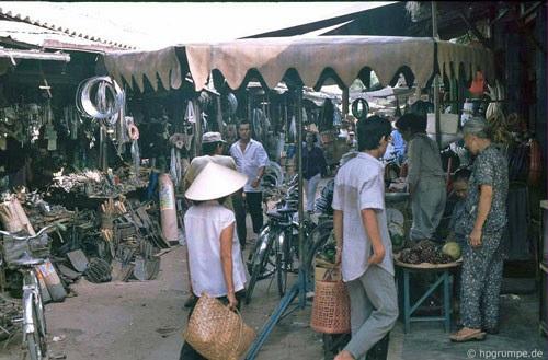 Nhịp sống nhộn nhịp của chợ bán đồ sắt, nông cụ sản xuất tại Hội An.