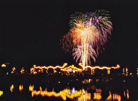 """Khoảnh khắc """"Chào đón năm mới"""" với pháo hoa qua ống kính của Võ Văn Phi Long"""