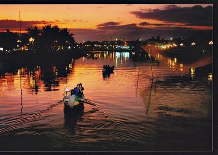 """ảnh """"Du ngoạn trên sông"""" của tác giả Phạm Huy Thiện"""