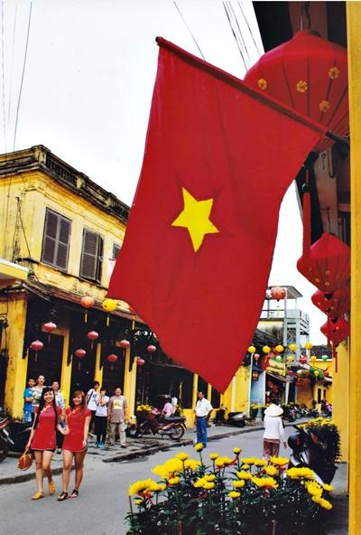 """""""Phố cổ ngày xuân"""" qua góc máy của Võ Văn Phi"""