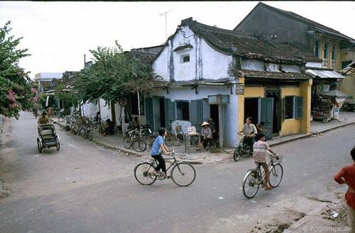 Một góc phố cổ Hội An năm 1991-1992, ảnh được chụp bởi nhiếp ảnh gia Hans-Peter Grumpe.